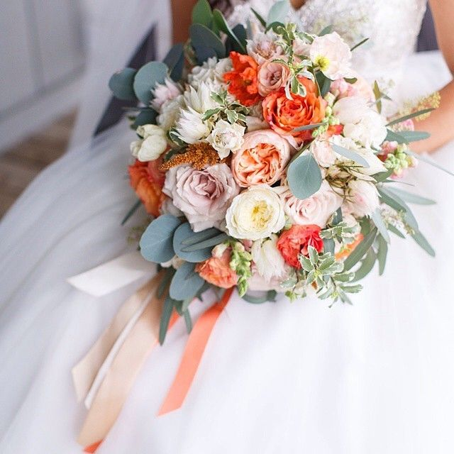 """""""Beautiful bouquet inspiration coming your way from @intrigue_designs! Love this color palette! ⭐️"""