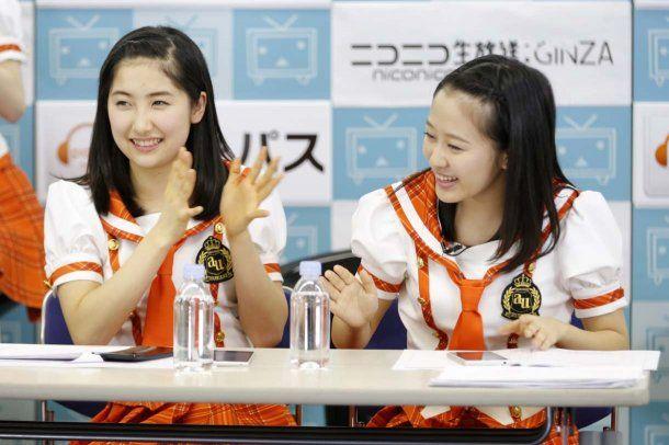 左から佐藤優樹、小田さくら。