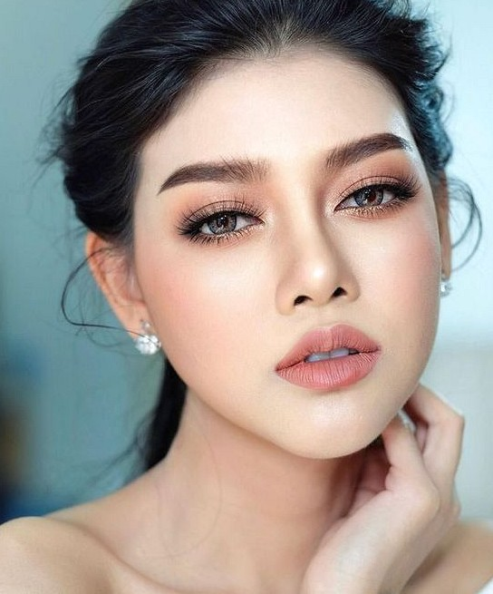 35 Natural Wedding Makeup Ideas You Might Love Wedding Makeup Cute Makeup Makeup Ideas Asian Wedding Makeup Simple Wedding Makeup Makeup For Small Eyes