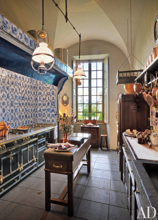 10 Beautiful and Unusual Kitchens | Architectural digest, Apartment ...