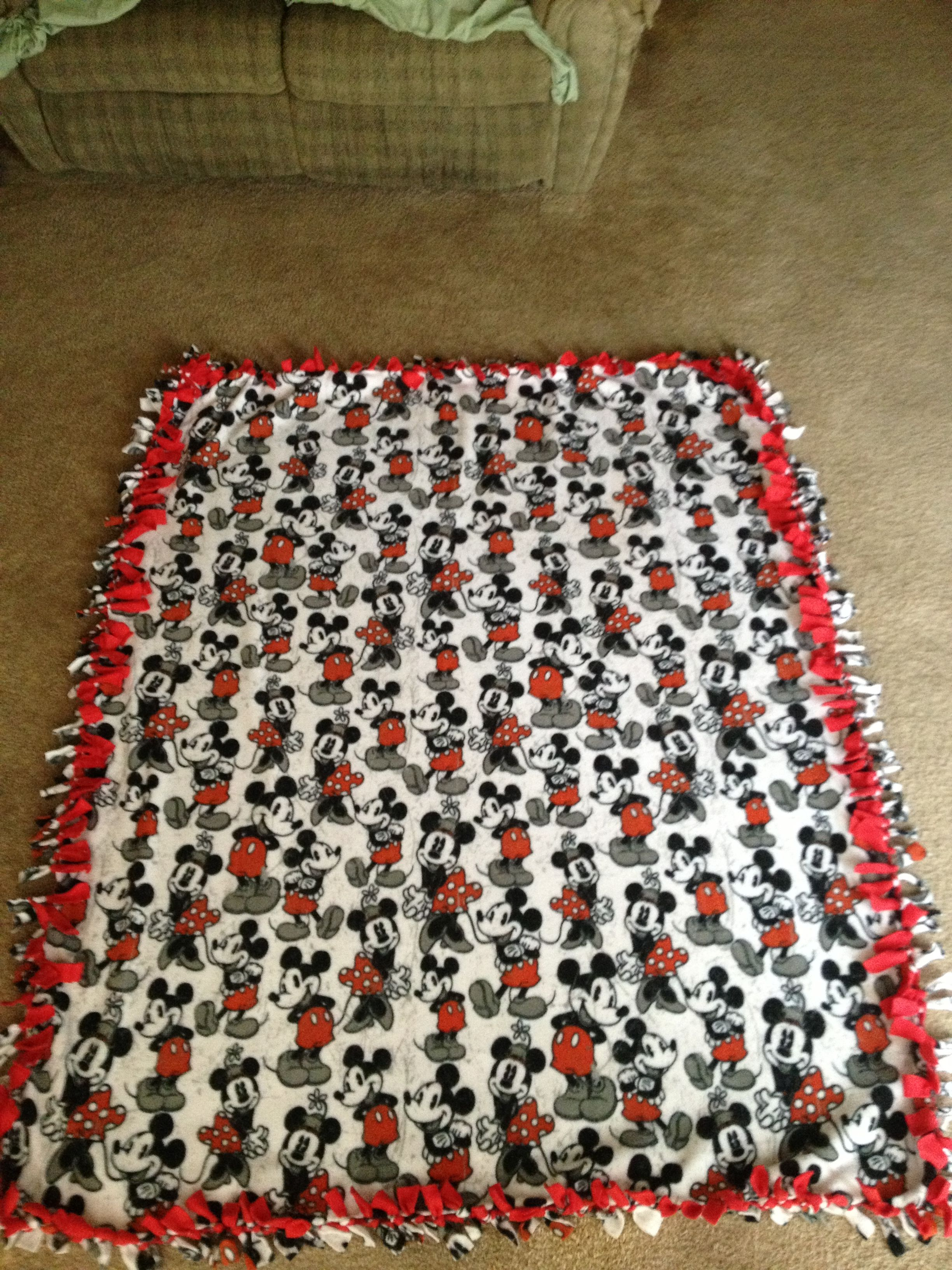 Disney Tie Blanket Minnie And Micky With Red Backing No Sew