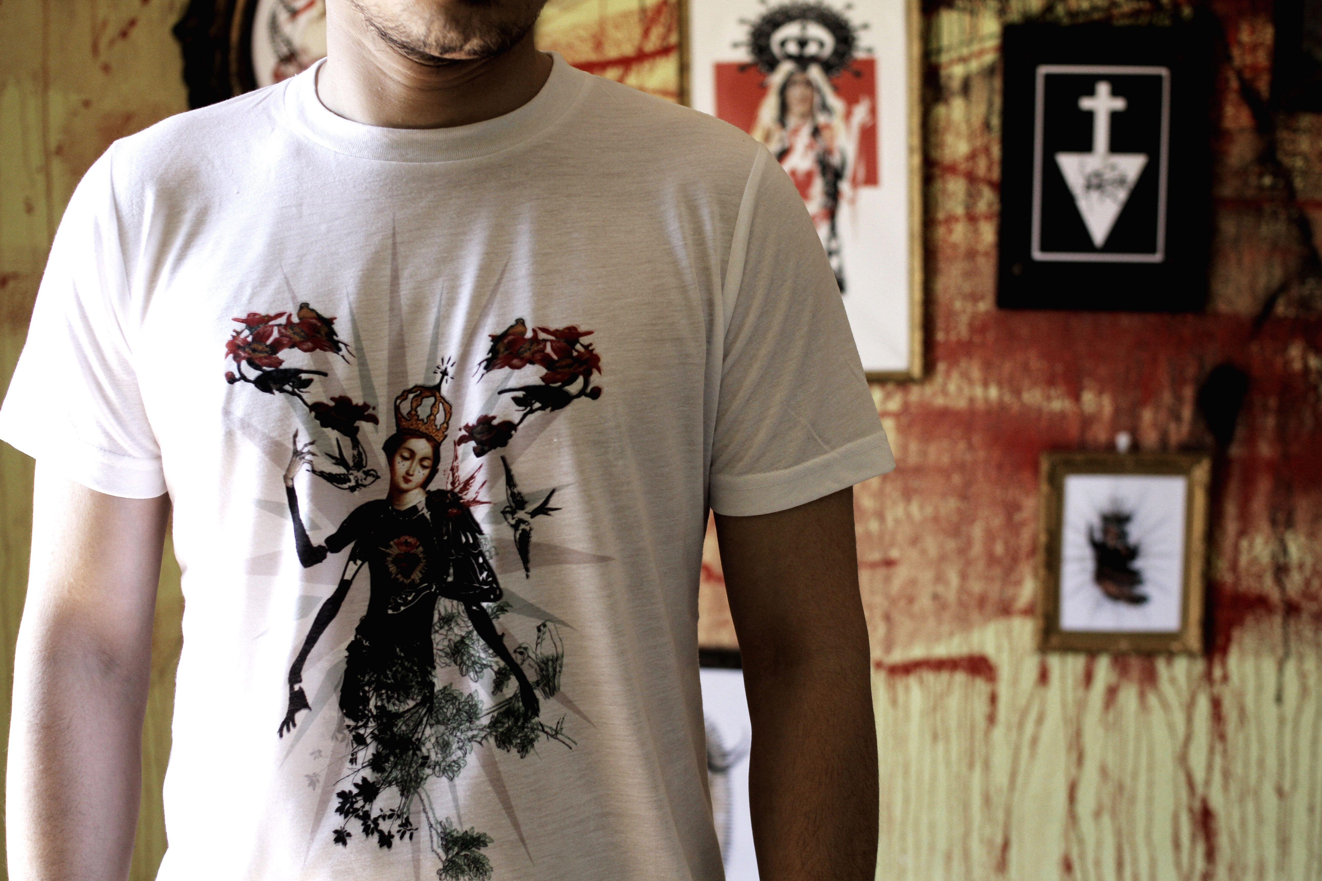 Camiseta Corazón sagrado tríposo de Cerezo