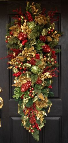 Resultado de imagen de outdoor christmas swags wreaths for Christmas swags and garlands to make