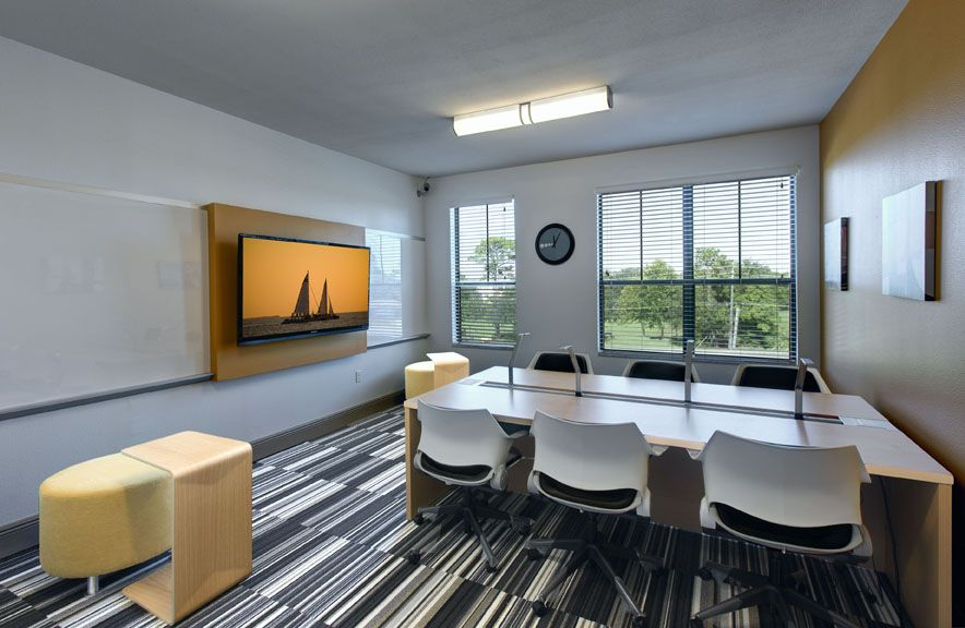 Study Room At University House Central Flordia Apartment Complex