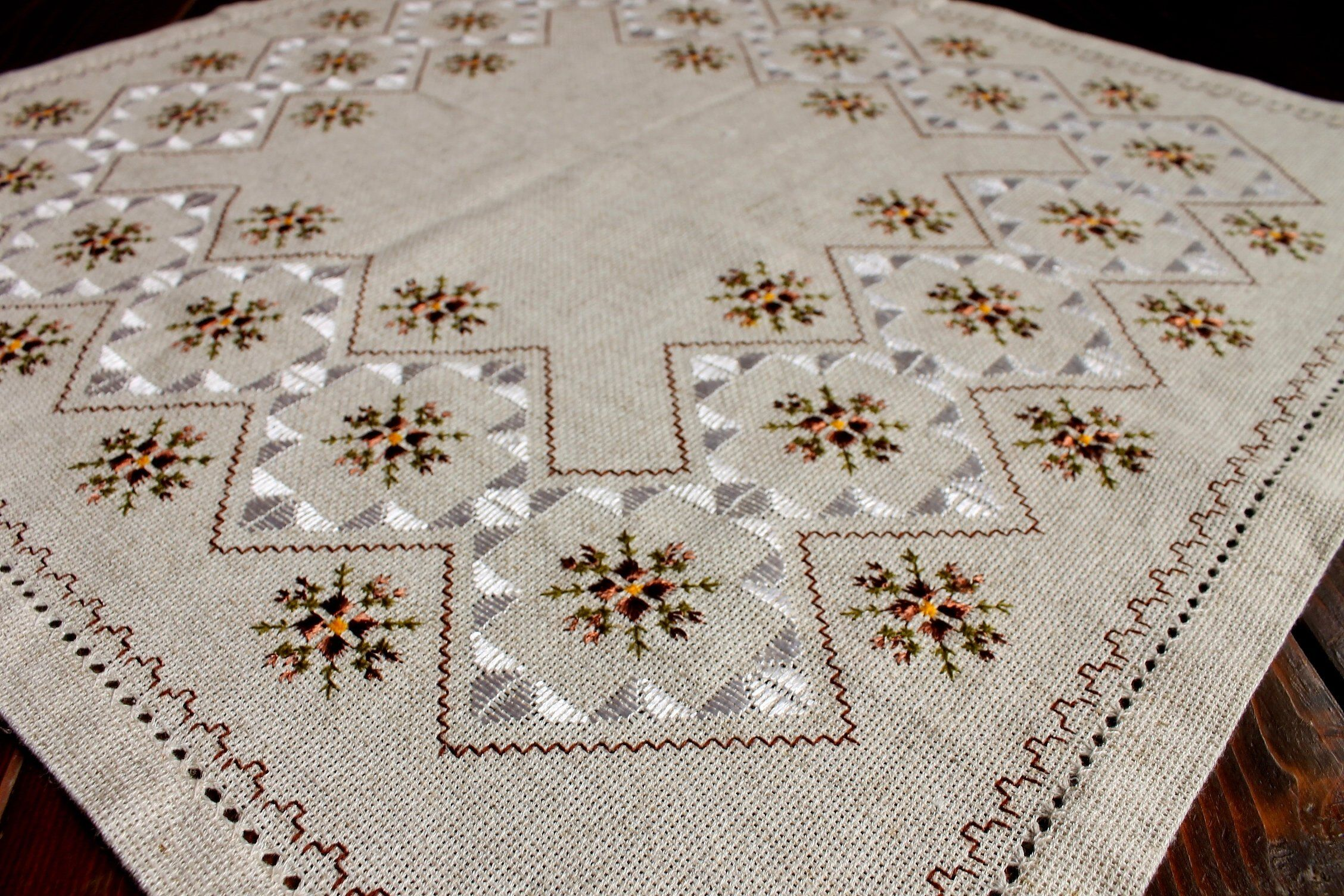 Rustic linen embroidered tablecloth for coffee table, small square handmade cloth, ethnic table cover, silk embroidery,cottage chic #decorateshop