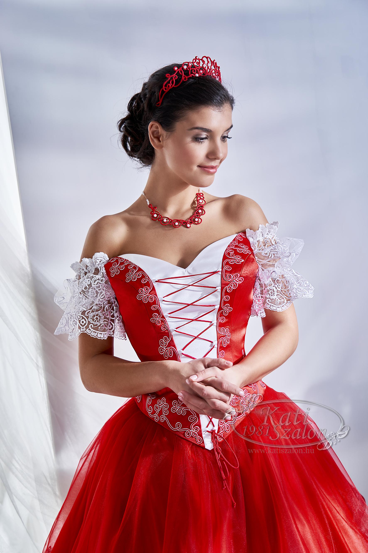 Photo of Piros menyecske ruha, csipke ujjas