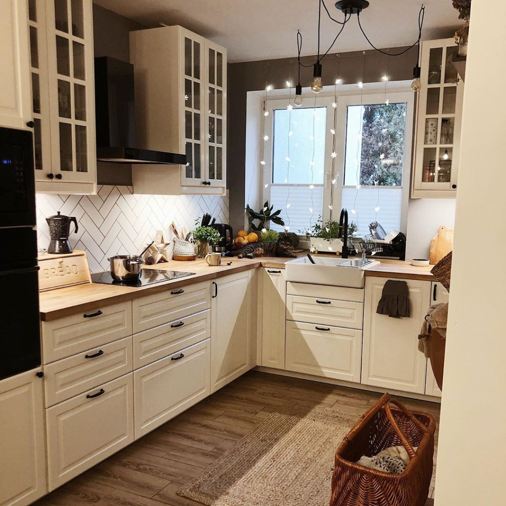 Have You Started Decorating For The Holidays Yet We Are So Excited Dzastam For More Inspir Kitchen Inspirations Kitchen Remodel Kitchen Renovation