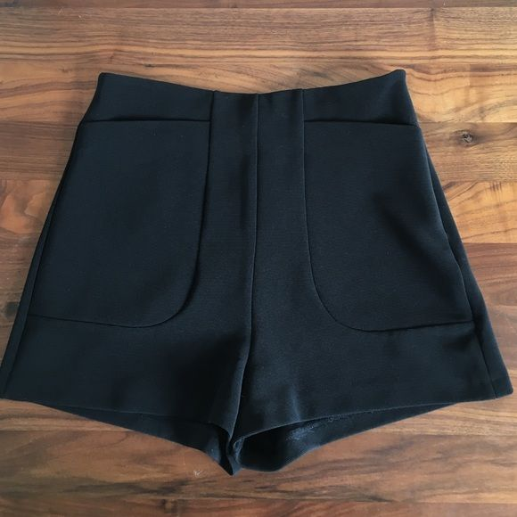 Topshop Highwaisted Mini Shorts 60s pocket detail, slight stretch to fabric. Excellent condition. Topshop Shorts