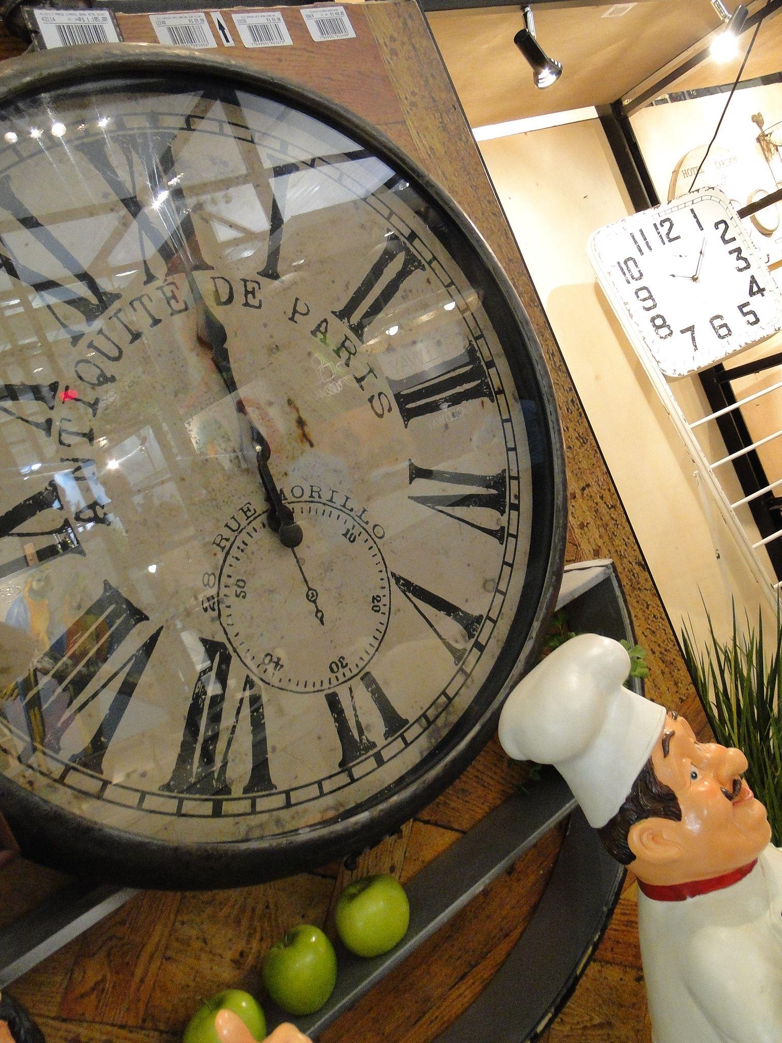 Relógios De Paredes Ficam Demais Na Decoração Retrô Da Sua Casa Você Pode Optar Por Um Grande Ou Até Mesmo U Relogio De Parede Retro Decoração Decoração Retro