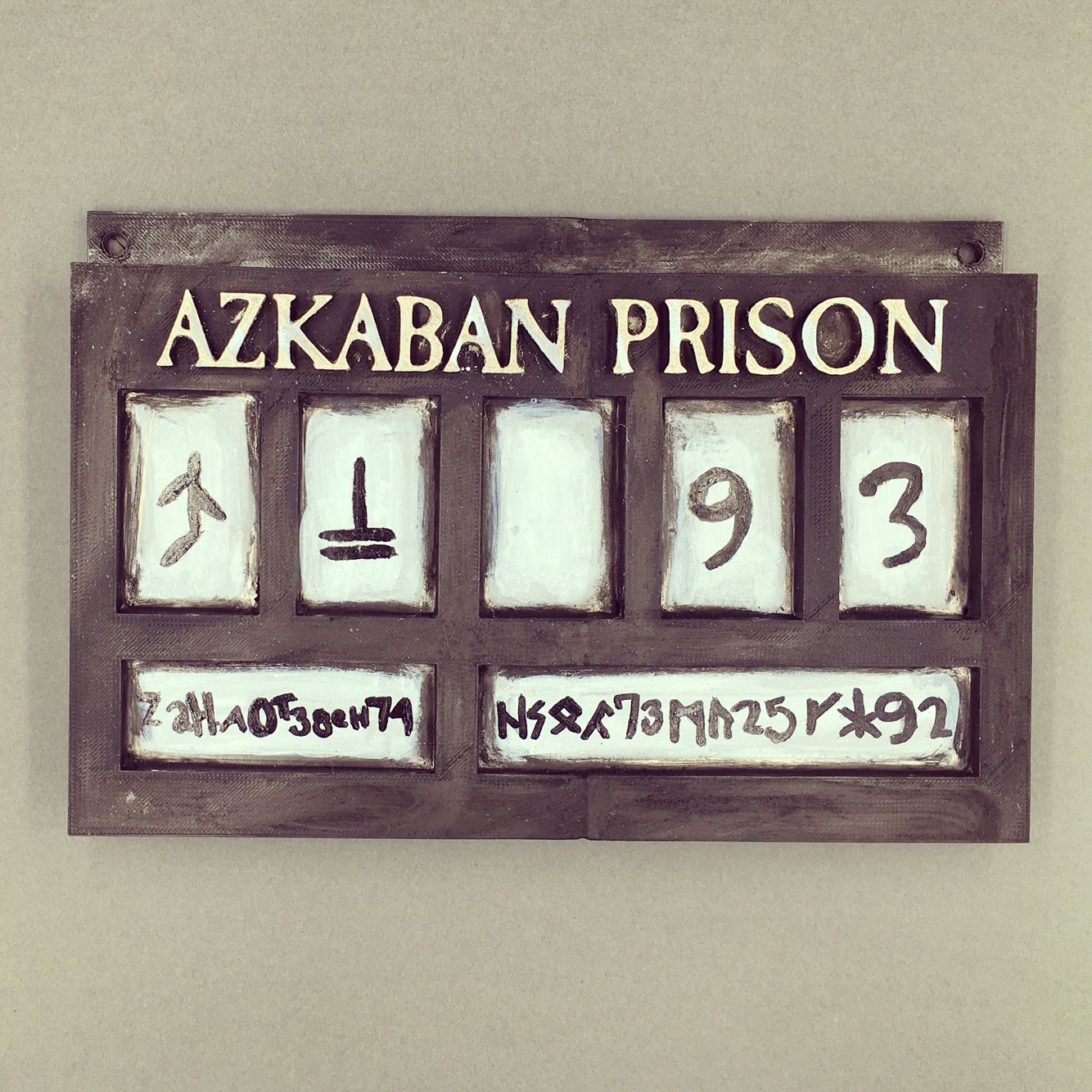I modeled, 3D printed and painted my Azkaban prison sign