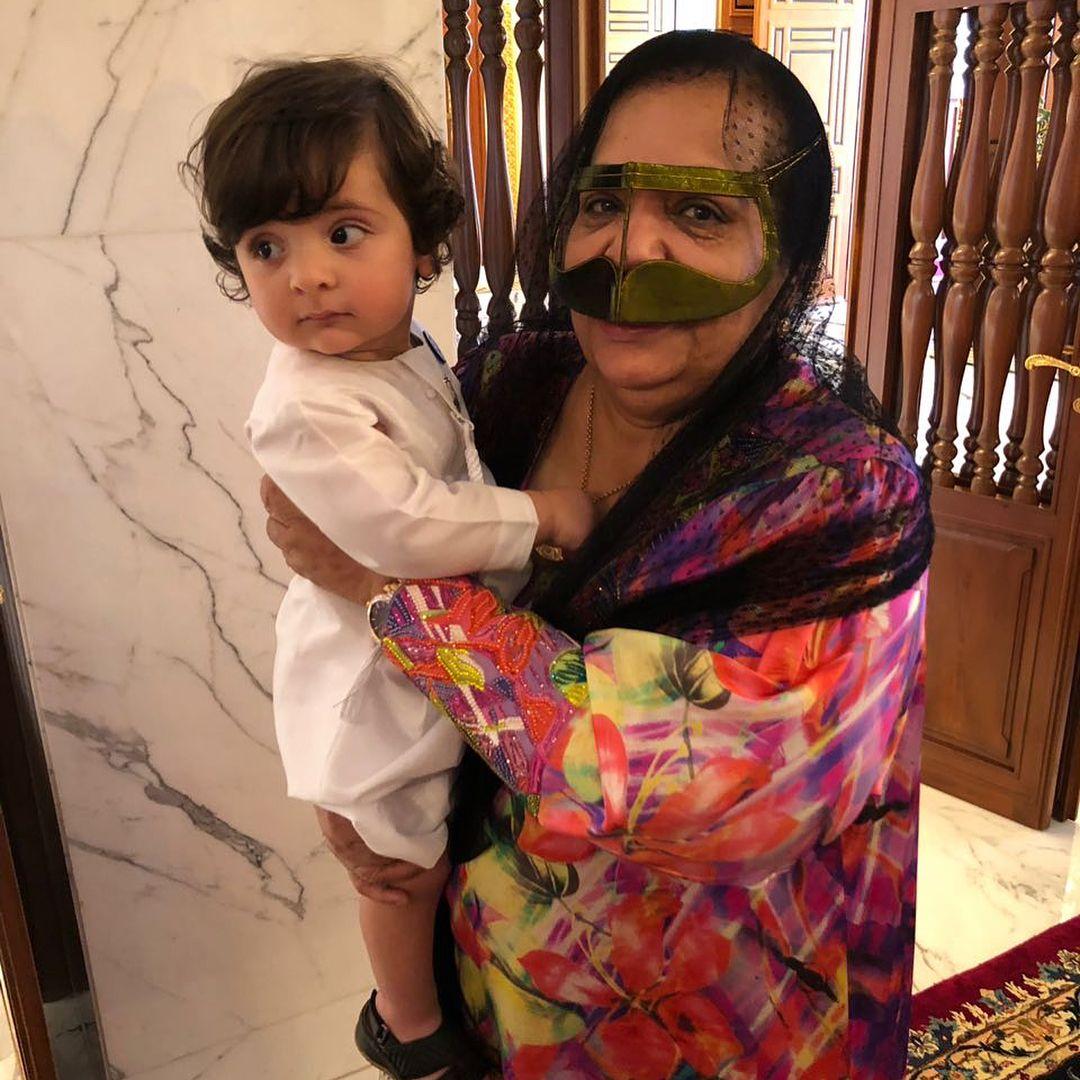 Rashid bin Mansour bin Zayed Al Nahyan y Mama Noora, 15/06
