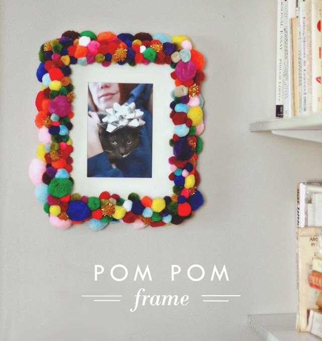 Pom Pom Frame - Aunt Peaches   DIY and crafts   Pinterest   Aunt ...