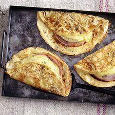 Pfannkuchen-Hawaii mit Käse und Ananas