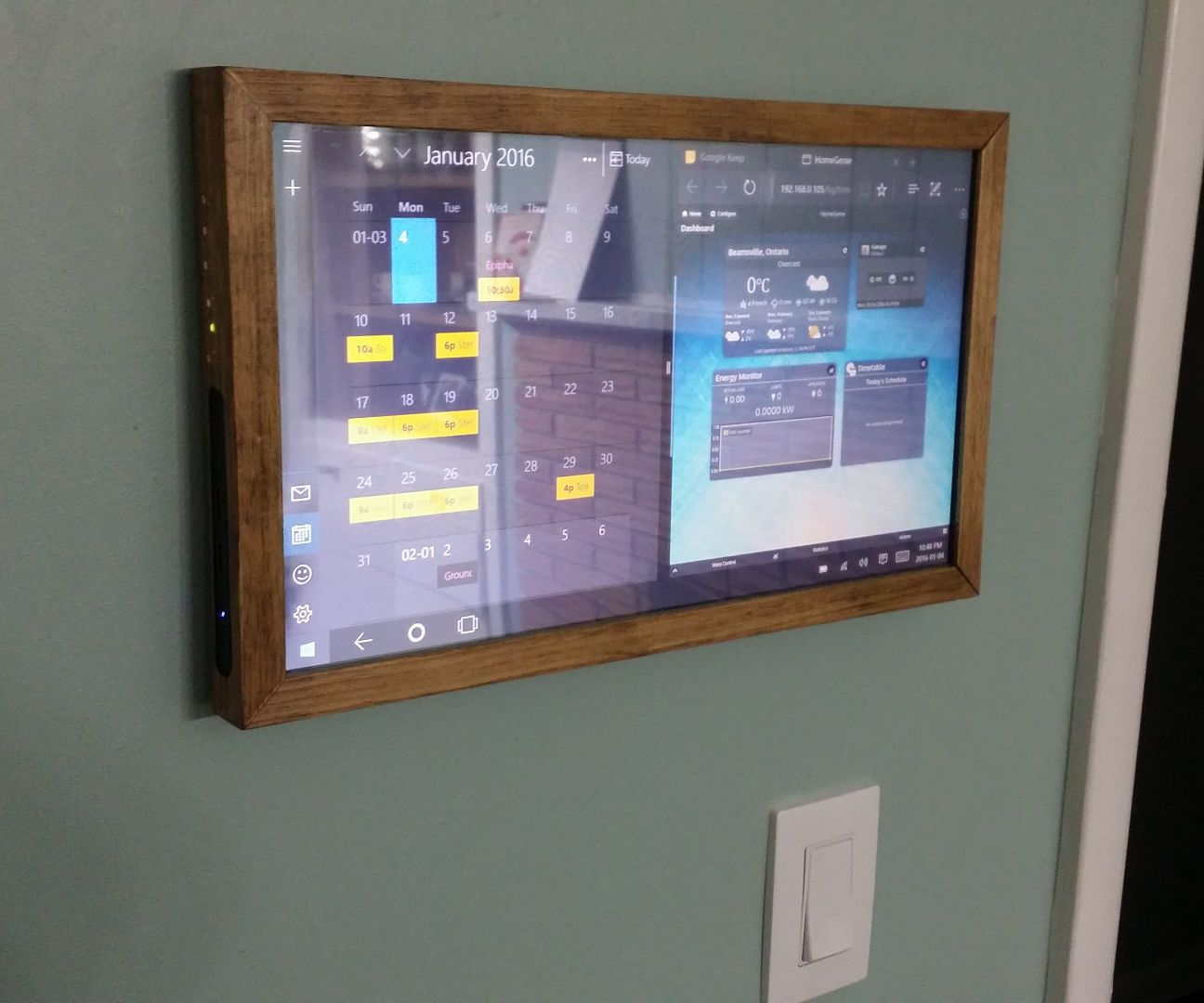 touchscreen wall mounted family sync home control panel technologie teck et miroirs. Black Bedroom Furniture Sets. Home Design Ideas