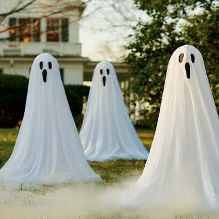 30 Cool And Scary Outdoor Halloween Decor Diy Ideas Halloween Ghost Decorations Halloween Outdoor Decorations Halloween Decorations Diy Outdoor
