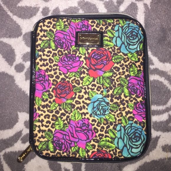 Betsey Johnson iPad case Excellent condition. Left side has a pocket. Betsey Johnson Accessories Tablet Cases