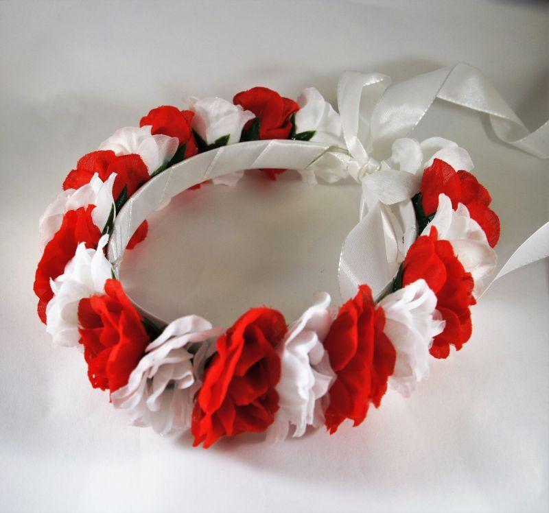 Informacje O Wianek Z Kwiatow Kibic Polska Bialo Czerwoni 6994546893 W Archiwum Allegro Data Zakonczenia 2017 10 2 Floral Wreath Christmas Wreaths Floral