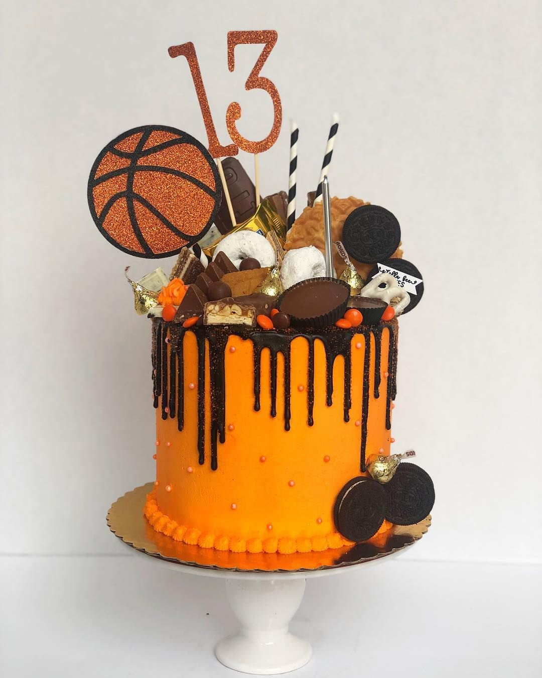 Stella Bee Cakes Na Instagrame Practice Like You Ve Never Won Play Like You Ve Never Lost Mj Basketball Birthday Cake Basketball Cake Bee Cakes