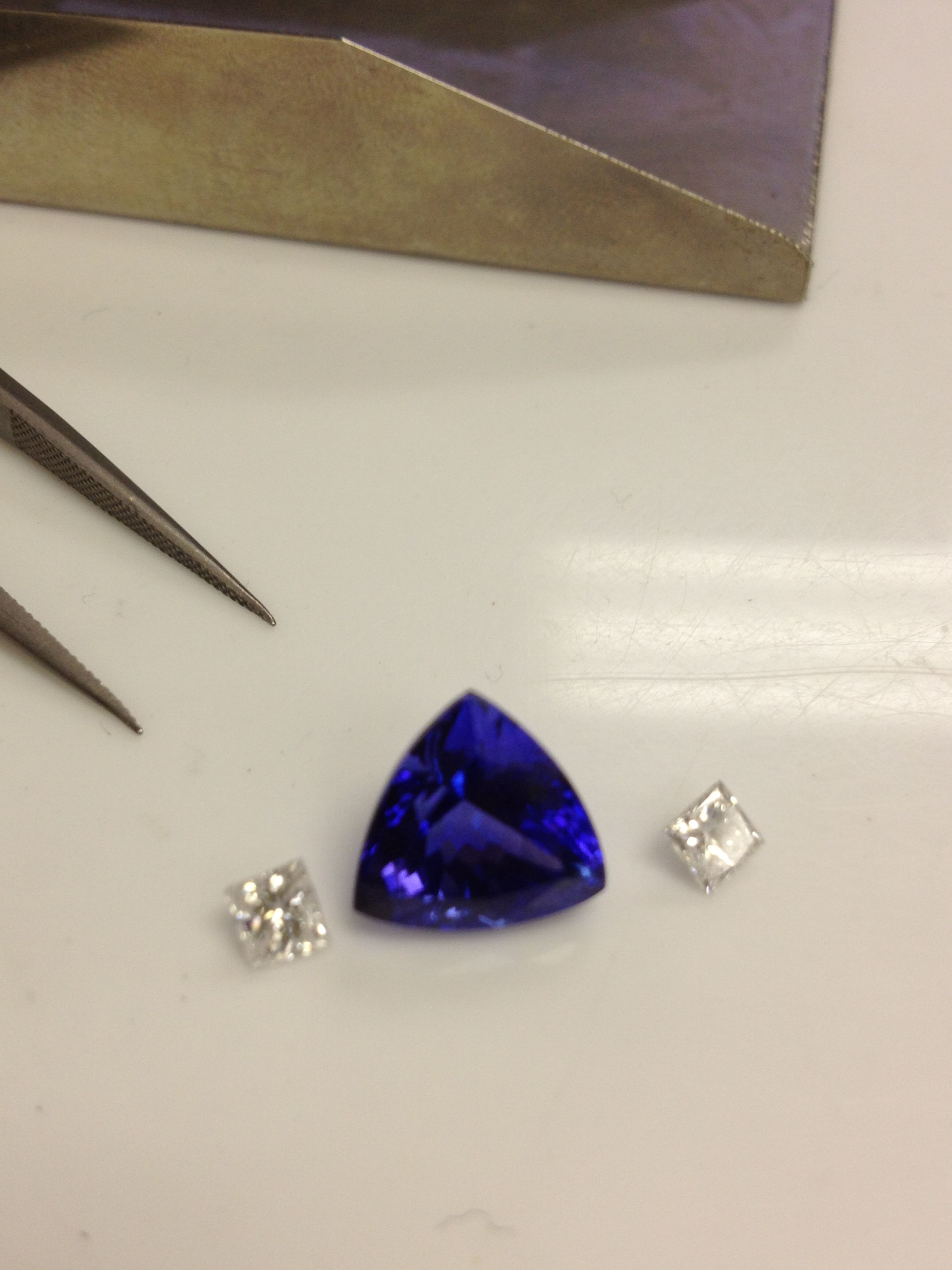 cut carat tw w yellow diamond ring tanzanite three princess carats row center t with l grams gold