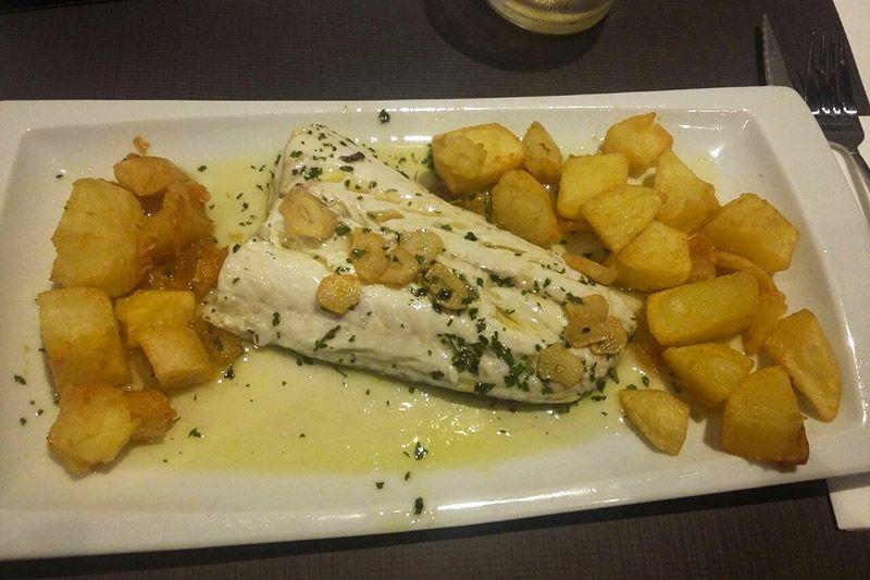 Confira opções variadas de restaurantes em San Sebastián, dos premiados Michelin, até lugares bons e baratos, além de bares de pitxos e comida vegetariana.