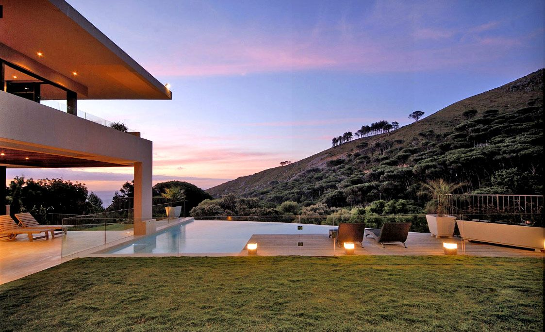 Modern Luxury Tropical House Design With Poolside Luxury Tropical