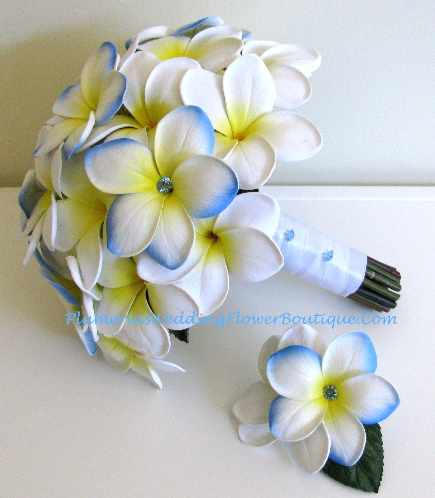 Blue Or Yellow Wedding Flowers Blue Hawaii And Classic White Plumeria Frangipani With Blue Diamante Hibiscus Wedding Frangipani Wedding Wedding Flower Photos