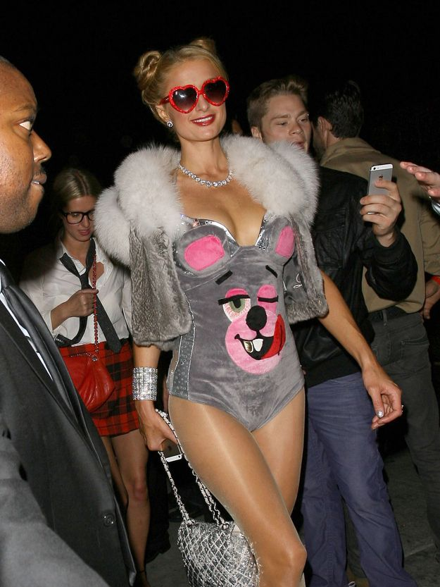 dba2ec885c Paris Hilton Dressed As Miley Cyrus For Halloween
