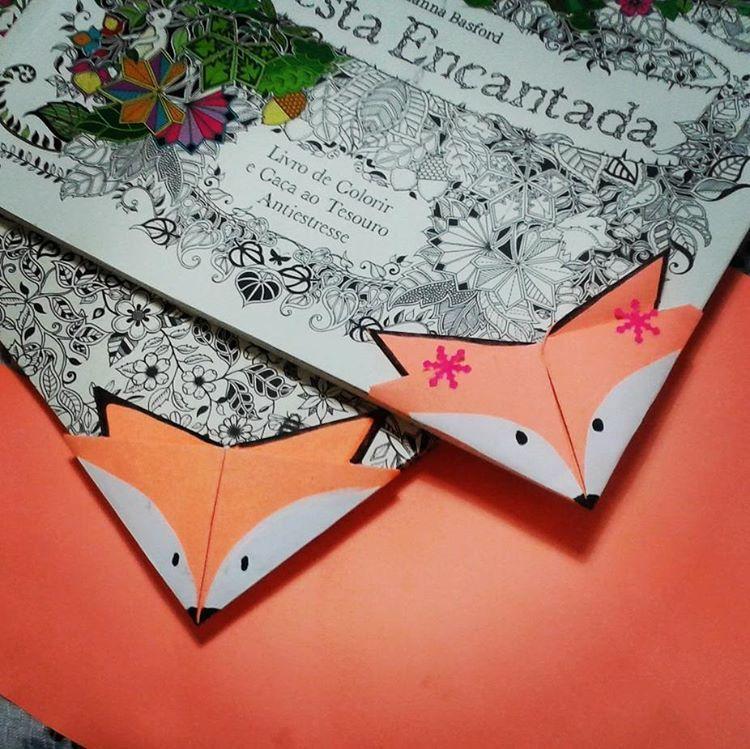 Eu e @camioliveirs acabamos de fazer esses #marcadordelivro #raposa #origami #fox #bookmark #book #blogeuinsisto #instabook