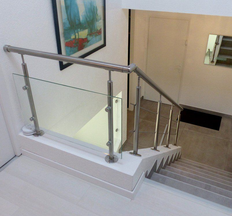 garde corps sur escalier b ton de type tout inox et verre. Black Bedroom Furniture Sets. Home Design Ideas