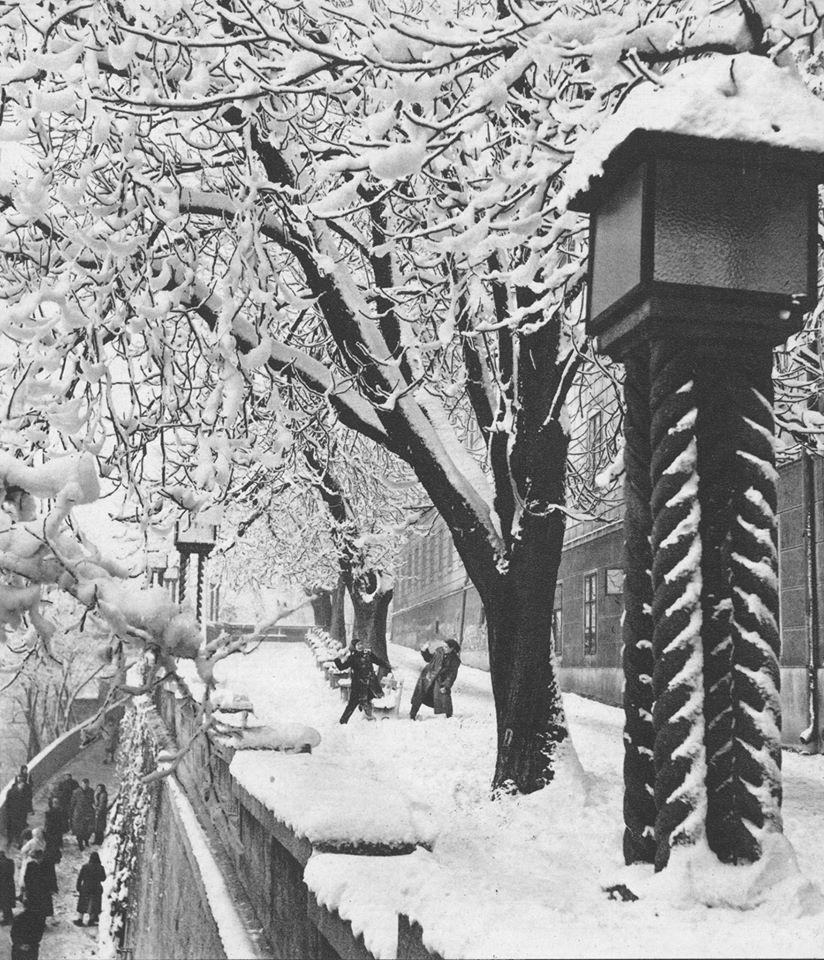 Gornjogradske Zimske Radosti Zagrebfacts Zagreb Zg Agram Gornjigrad Snijeg Snow Zima Winter Retrozagreb Retro Zagreb Croatia Osijek
