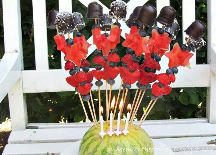 Spyd med flødeboller | ideer til frugt | Pinterest | Food and drink, Food og Drinks
