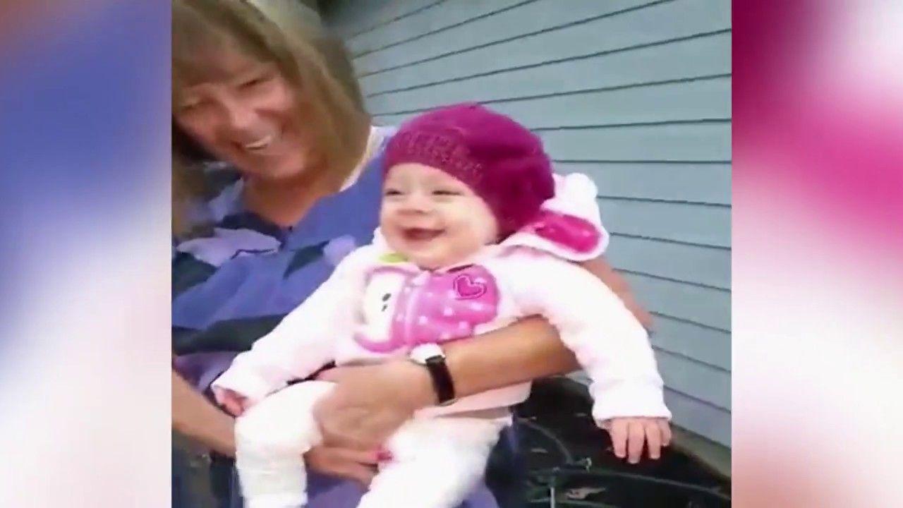 شاهد ما الذي يضحك هذه الطفلة بهذا الشكل طفلة صغيرة تضحك بصورة هستيرية وكوميدية Baby Face Face Youtube