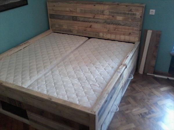 Elegant Pallet Bed Tutorial   Built In Drawers Under The Bed | 101 Pallets