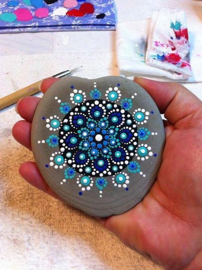 1001 Ideas De Dibujar Mandalas Faciles E Interesantes Rocas Pintadas Con Mandalas Rocas Mandala Mandalas Pintadas En Piedras