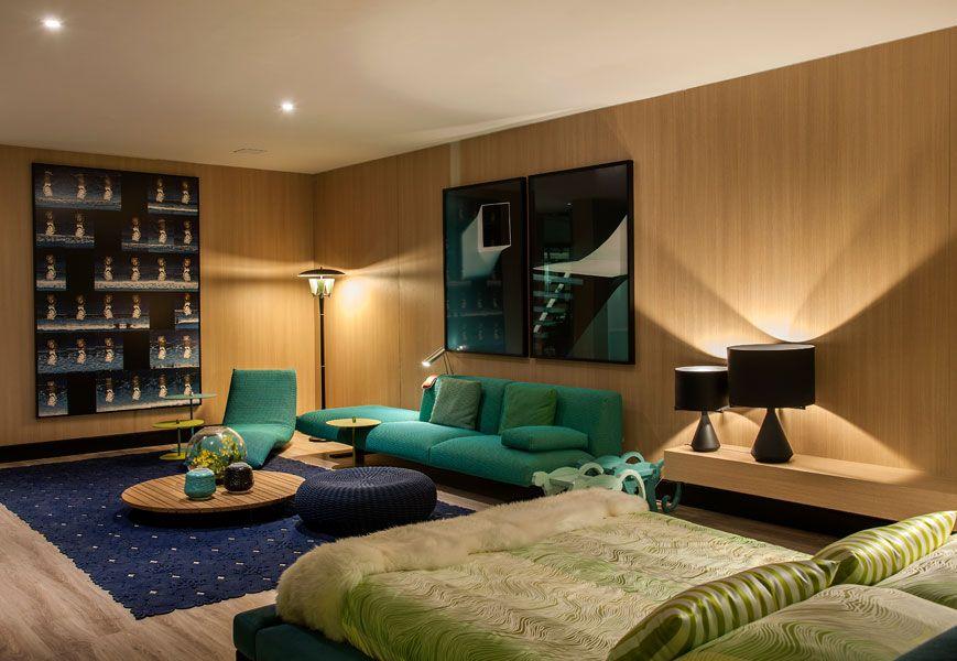 """A arquiteta Brunete Fraccaroli assinou o espaço """"Acqua que te quero água"""" de 300 m². O projeto é distribuído em espaço gourmet, living e suíte master em tons de azul esverdeado."""