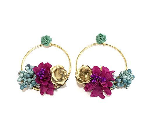 f585cf257347 Pendientes de flamenca adornados a mano con flores en tres colores como  dorado