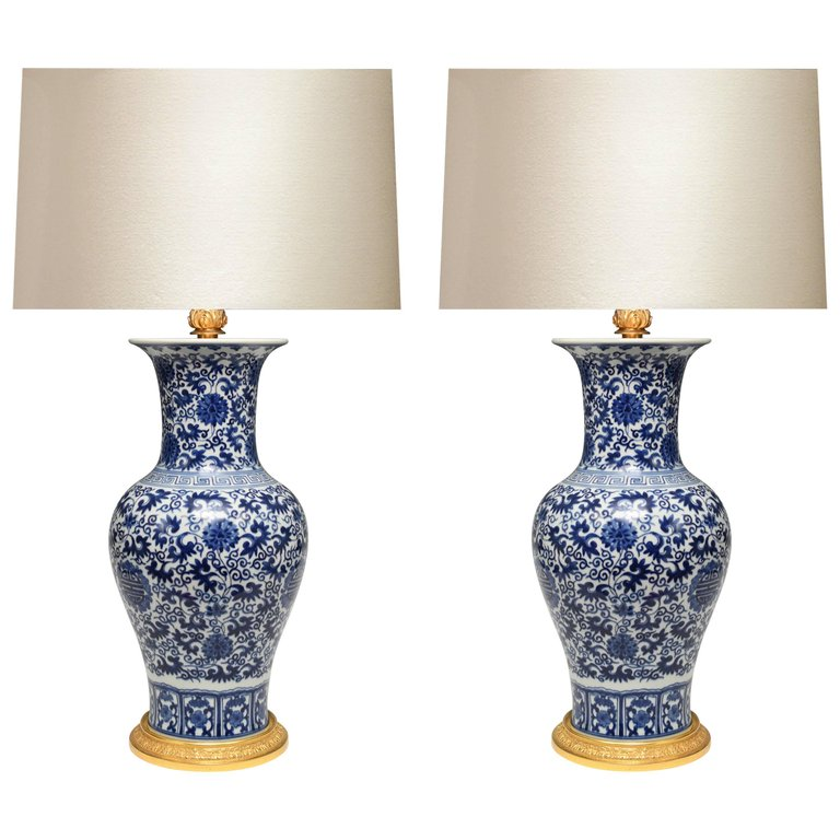 Pair Of Blue And White Porcelain Lamps Porcelain Lamp Blue And White Dinnerware White Porcelain