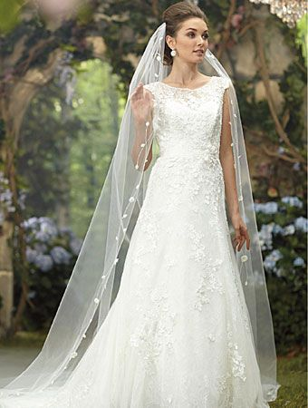 Alfred Angelo Bridal Style From Disney Veils Note Our Bride Did Not Wear This Veil But Is Her Dress In Plus Size