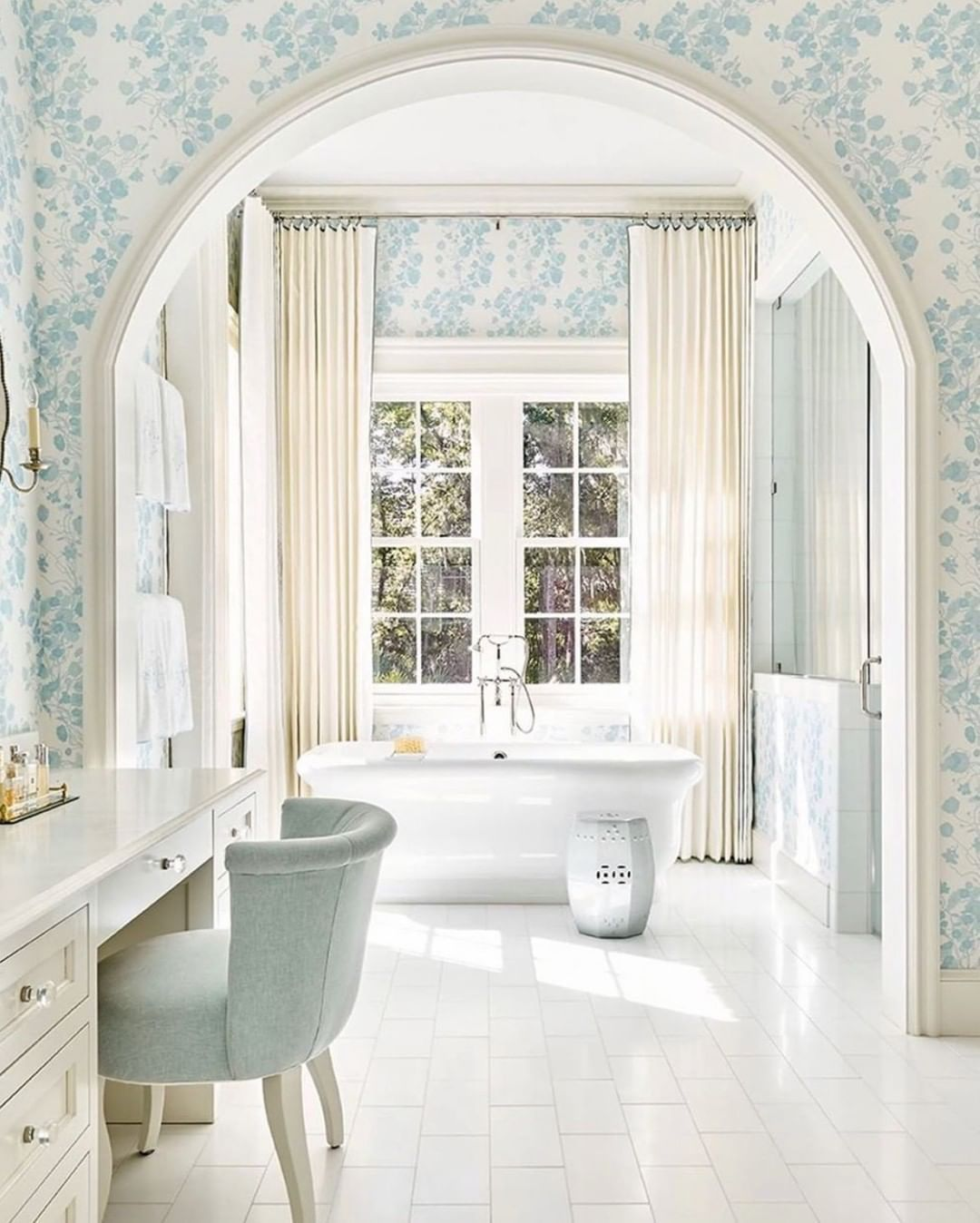 New South Home Interior Design On Instagram A Happy Bathroom For A Happy Friday How Elegant Bathroom Design White Bathroom Interior Luxury Master Bathrooms