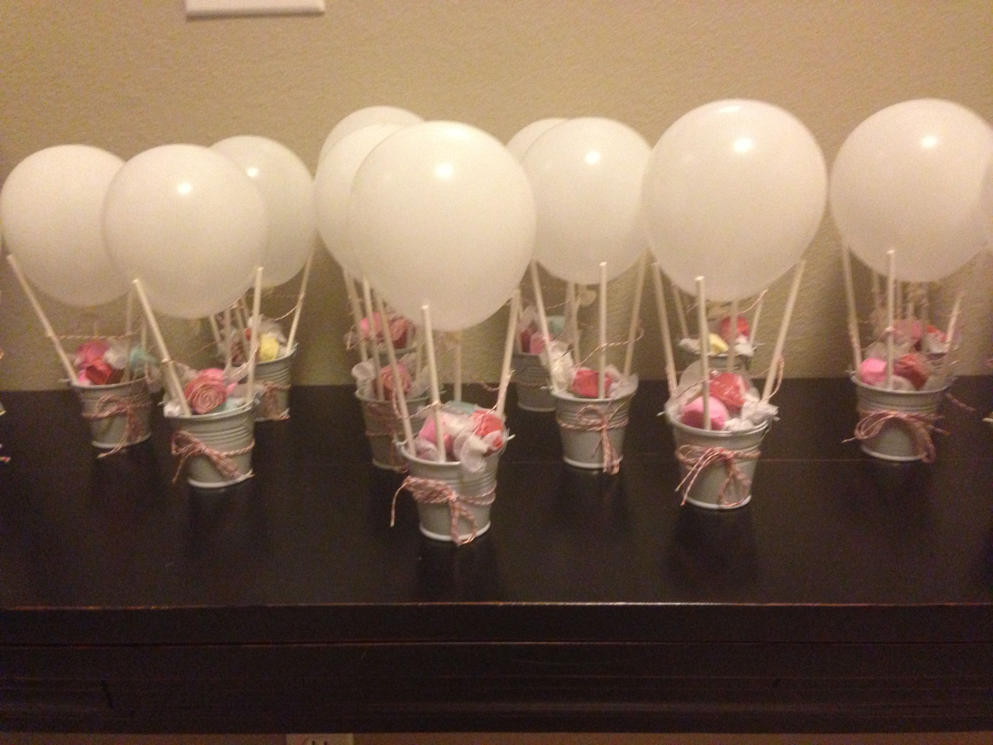 Mini hot air balloon party favors! I made them for my prego friend ...