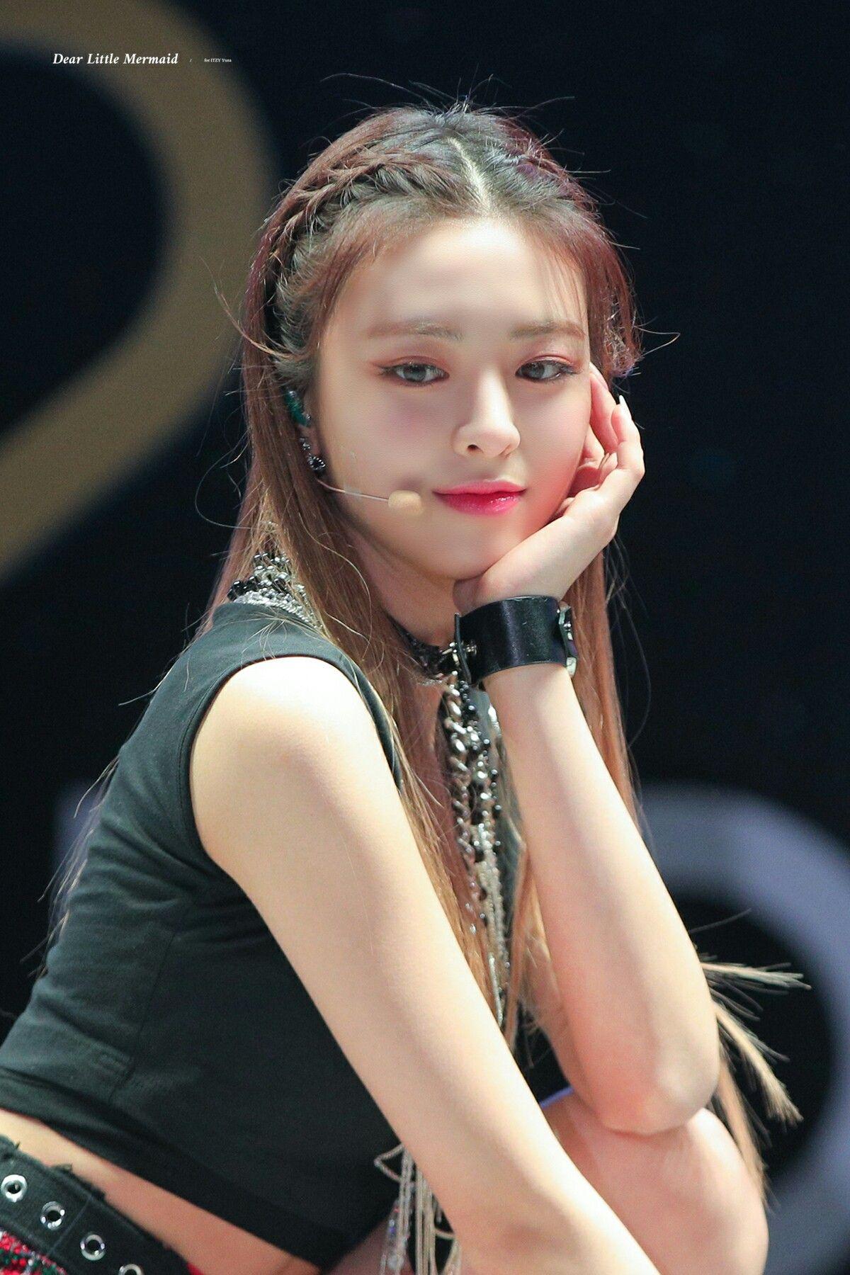 Pin De Lisa Tzy39 Em Yuna Itzy Coreana Feminino