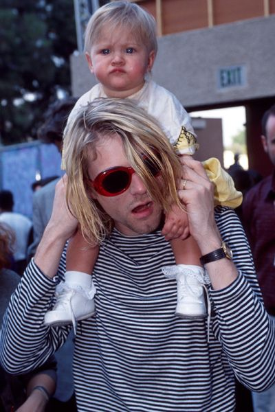 Kurt Cobain with daughter Frances Bean Cobain at the 1993 MTV Video Music Awards in Los Angeles. Kurt 'Donald' Cobain [February 20, 1967 – April 5, 1994] ♡ Nirvana. #Cobain #27Club #FrancesBean #Courtney #Love #Grunge