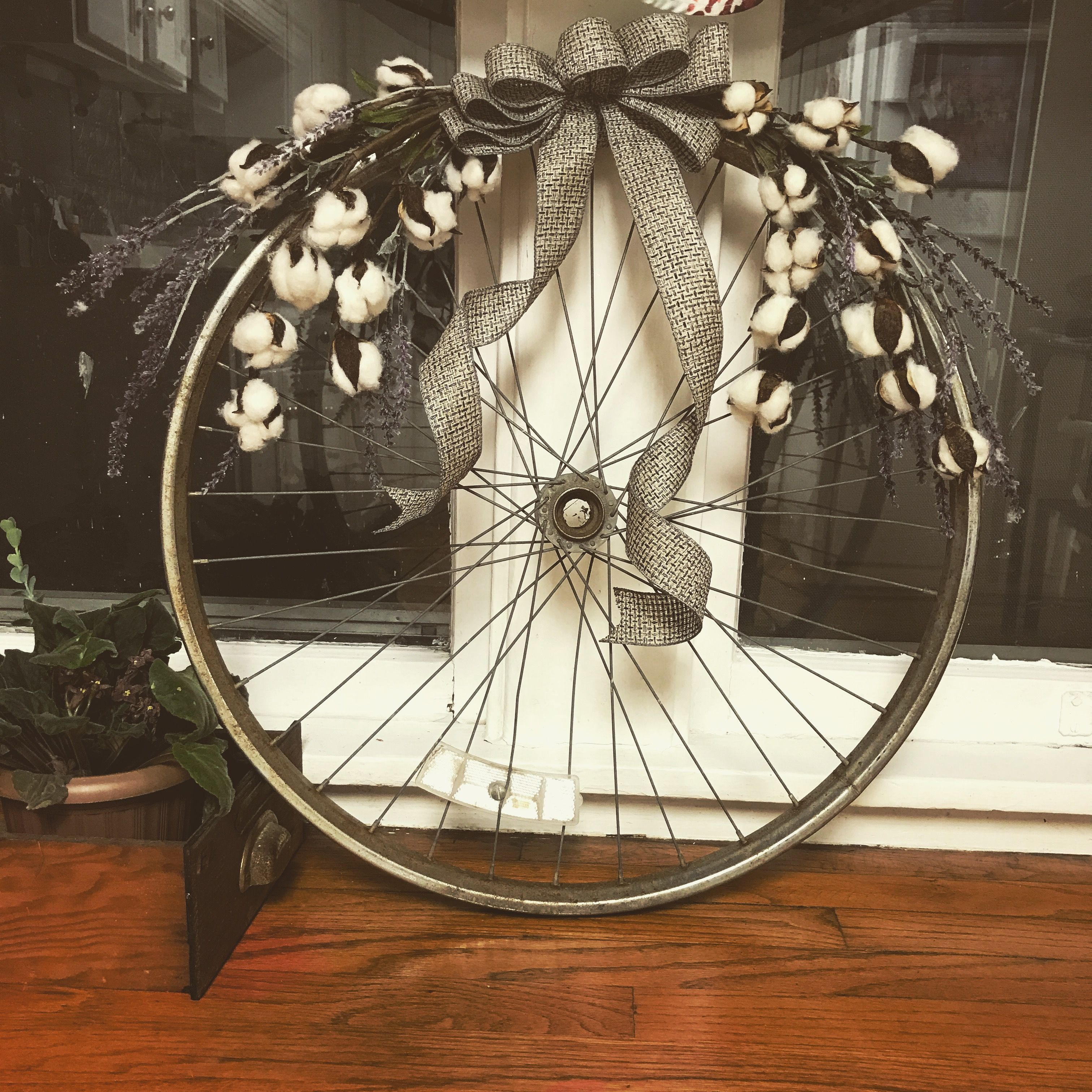 своими руками из велосипедных колес фото является