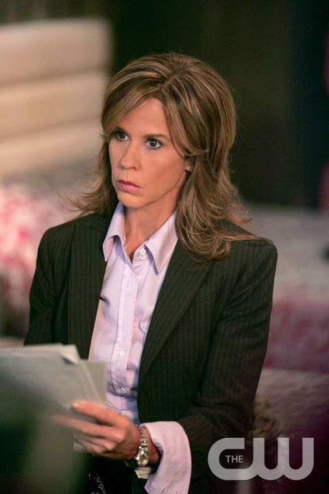 """""""The Usual Suspect""""  Linda Blair guest stars as Detective  Diana Ballard in SUPERNATURAL on The CW. Photo:  Michael Courtney/The CW ©2006 The CW Network, LLC. All Rights Reserved."""