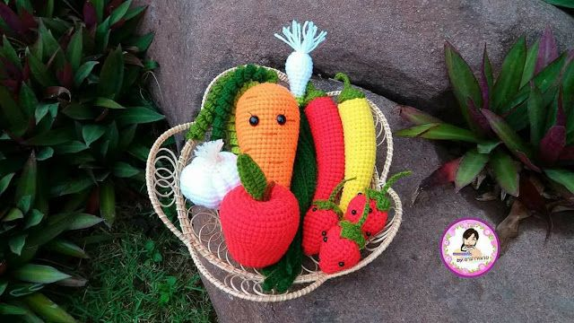 Amigurumi Vegetable Patterns : Pin by hương hoàng on amigurumi croissant pattern
