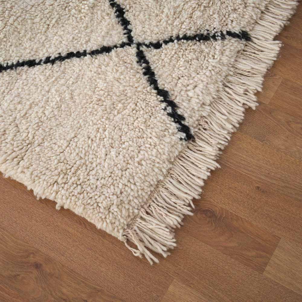 Beni Quarain Teppich Aus Marokko Www Milanari Com Teppich Marokkanischer Teppich Berber Teppich