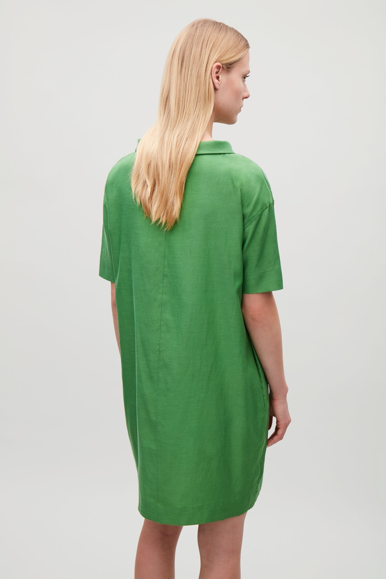 b946f92652f64 FOLDED-COLLAR DRAPED DRESS - green by COS