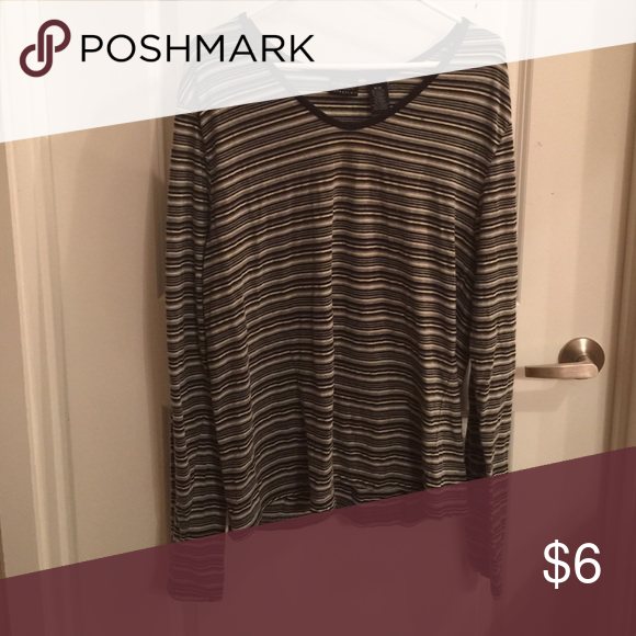 Sonoma striped stretch shirt The tag says M but it can fit a L/XL. Used 3/4 times but sitting at home for 5 years. Bundle and get $3 off. Can't be combined with other offers. Smoke free house. Sonoma Tops