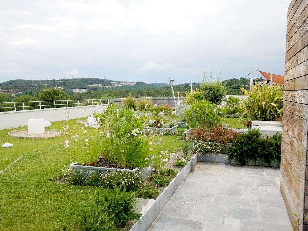 Toit terrasse paysager du0027un immeuble sur Sophia Antipolis côte d - drainage autour d une terrasse