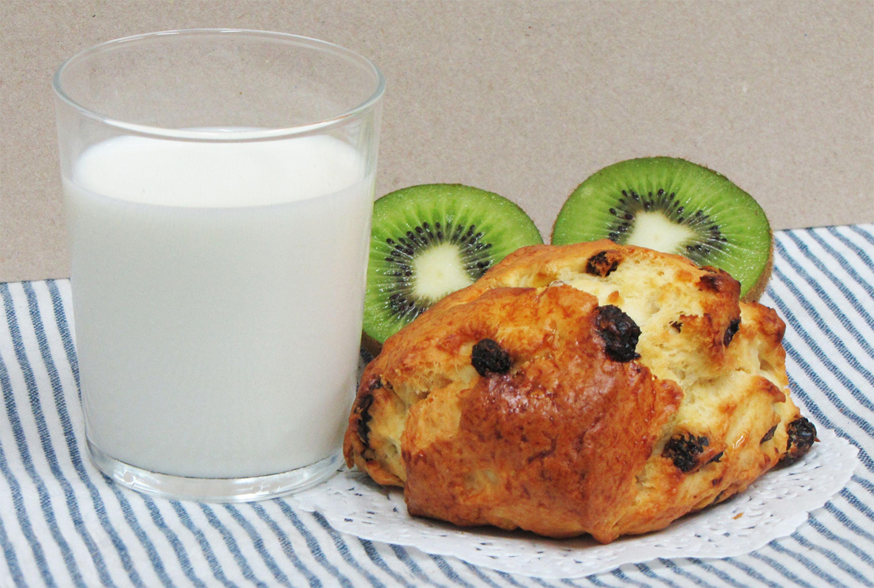 un petit verre de lait et un scone pour le gôuter....